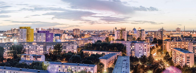 Sonnenaufgang über den Dächern Berlins