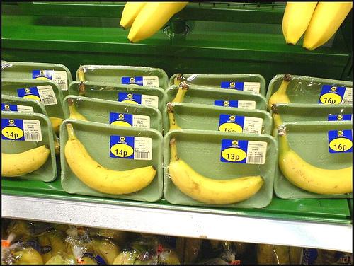 Bananen in Plastikverpackung