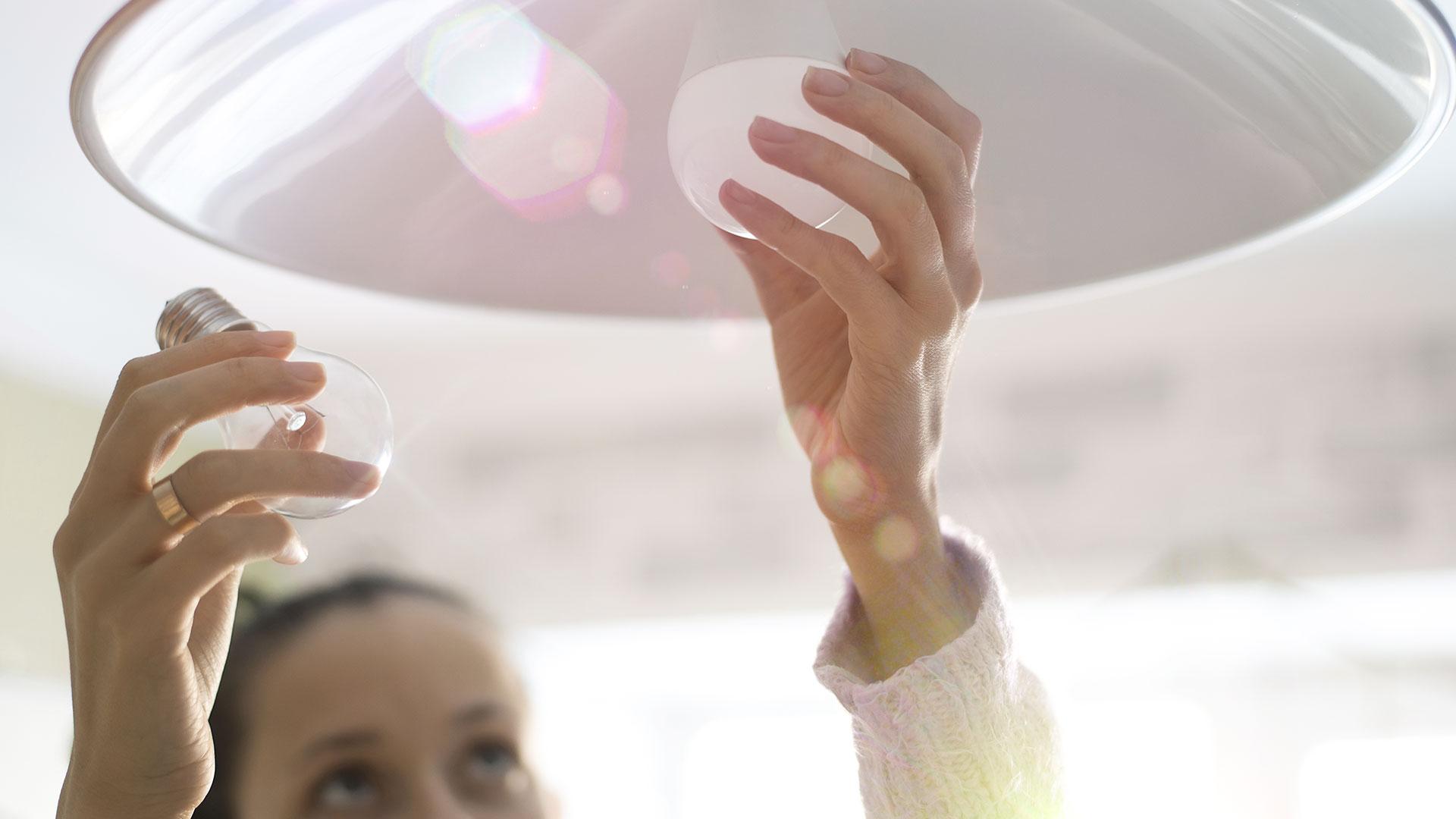 Austausch von Glühbirnen gegen LED oder Energiesparlampen
