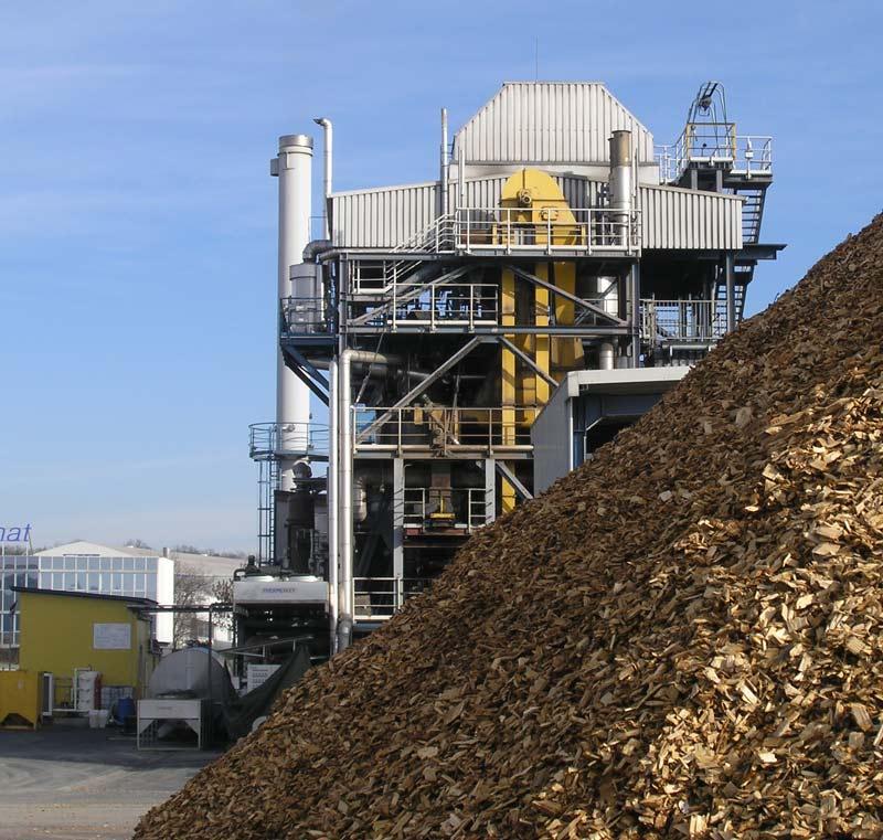 Auch Holzspäne sind Biomasse. Hier ist ein Biomasse-Kraftwerk in Güssing zu sehen - CC BY 2.5, Wikimedia Gerfriedc