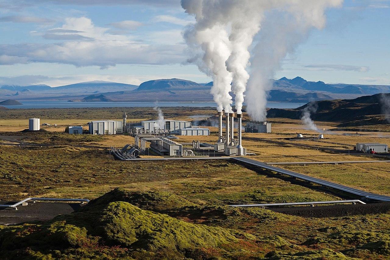 Das Nesjavellir-Geothermie-Kraftwerk in Þingvellir, Island. - Wikimedia, Gretar Ívarsson